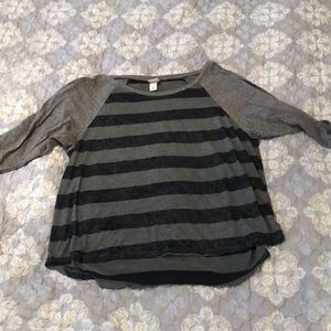 3/4 black and grey glittery stripped top